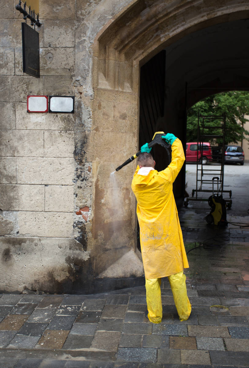 pressure-washing-government-buildings